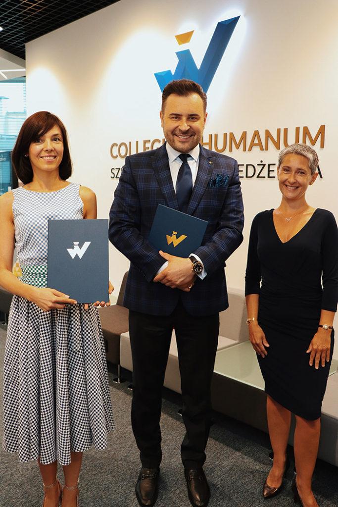 Magda Żmijewska wraz zRektorem Pawłem Czarneckim