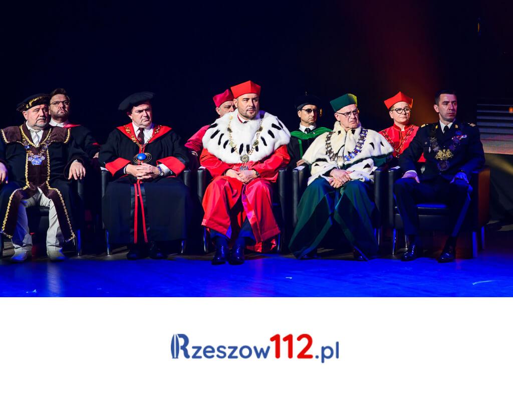 Zjawiskowa graduacja absolwentów Collegium Humanum wTeatrze Roma